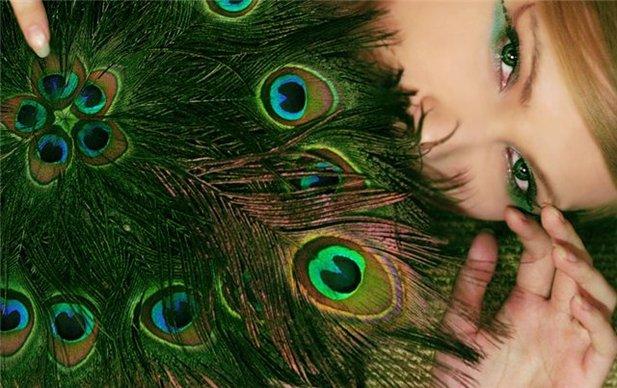 Фото зелёных глаз и цветов