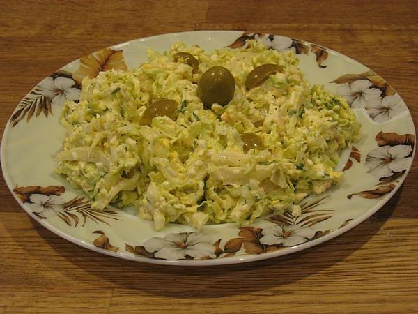 Очень полезен и этот легкий b салат/b из... салат с сыром моцарелла.