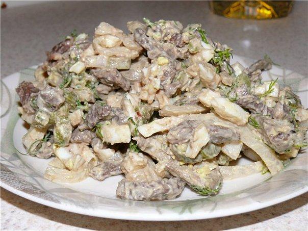 Салат с сердцем грибами огурцом