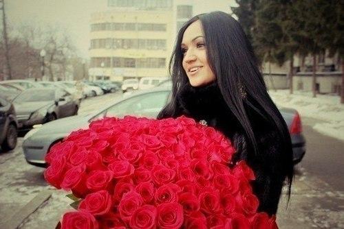 Красивое фото с цветами девушки