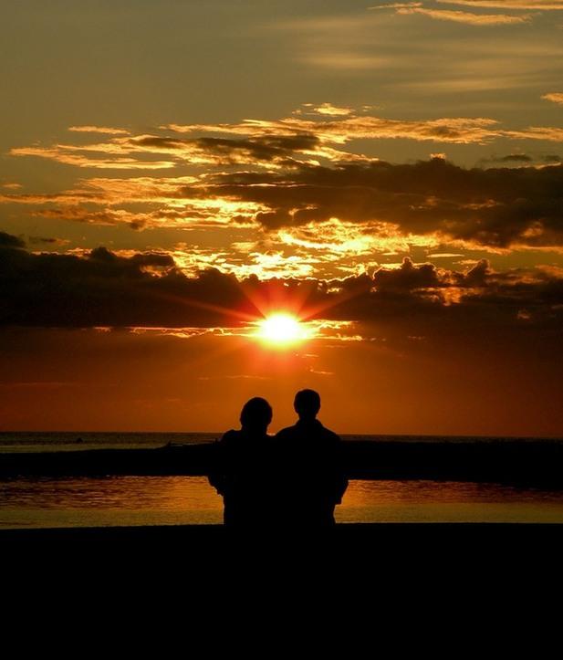 фото двое на закате этом фото
