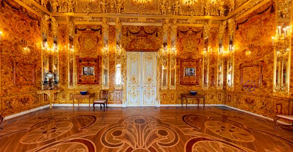 Пушкин, где расположен музей-заповедник царское село, оставит неизгладимое впечатление и зеленью своих садов