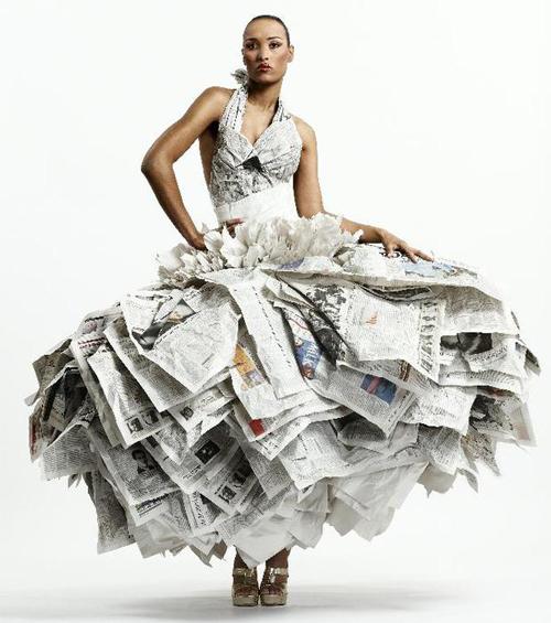 ...своей коллекции показал, что модные вещи можно делать даже из мусора.
