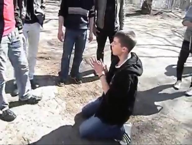 молодую поймали видео онлайн