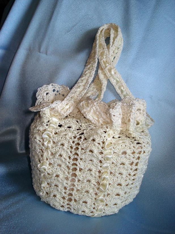 Вязаная сумочка под кофейное платье