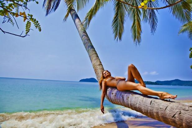 Skinny black girl naked in the nude
