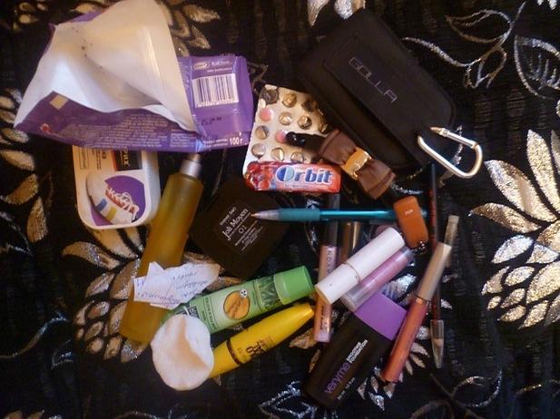 содержимое женских сумочек(фото)часть 2.