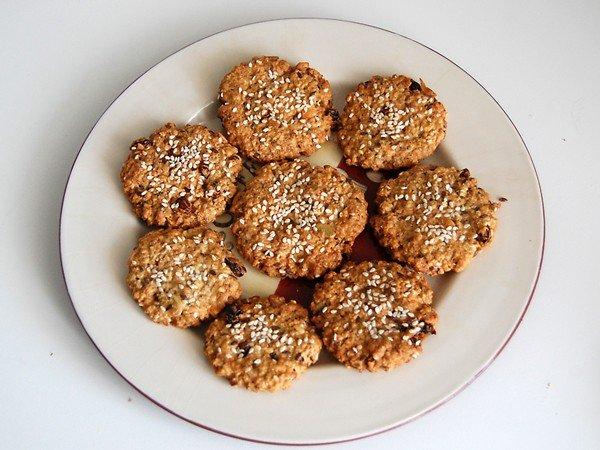 Овсяное печенье с изюмом и семечками рецепт