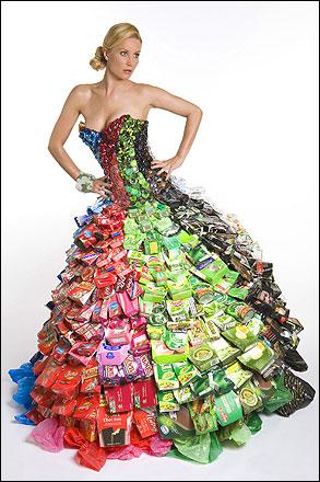 Платье из мусора от дизайнера Гари Харви.