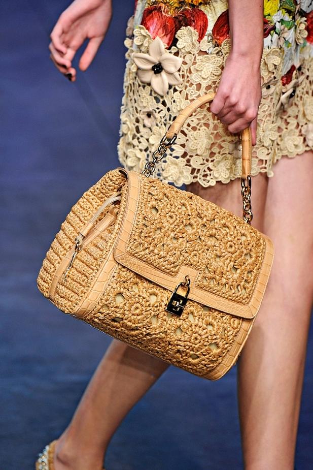 Комментарий: Коллекция сумок на показе Dolce & Gabbana весна-лето 2012.