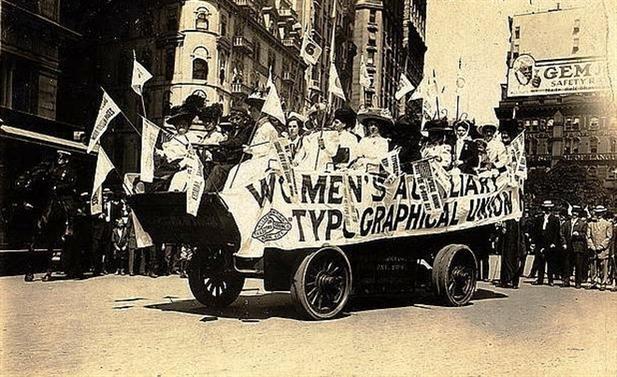 Картинки по запросу 1909 - В Нью-Йорке стартовала первая в мире женская автогонка.